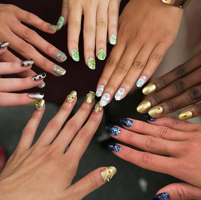 "Are you a ""minimalist"" or a ""maximalist""? Nail trends in 2019"
